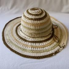 Chapeau paille tressé avec tissu et finition cordelette